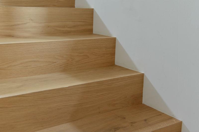 Consigli curiosit conforti pavimenti pavimenti trento for Rivestire una scala in legno